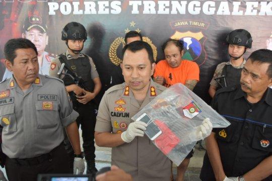 Polisi tembak preman yang rampok ponsel remaja di Trenggalek