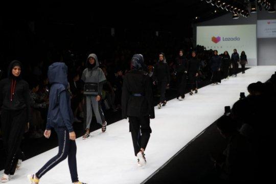 Koleksi Jenahara dalam nuansa sporty gelaran Jakarta Fashion Week 2020