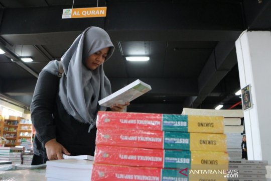 Masyarakat antusias sambut Jakbook Fair 2019 di Pasar Kenari