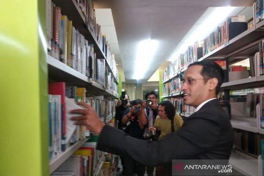 Nadiem Makarim shalat Jumat perdana di Kemendikbud