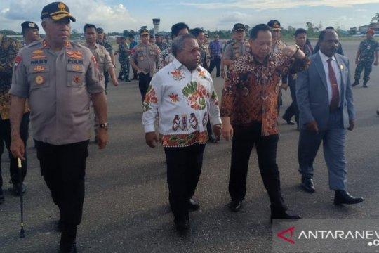 Mendagri bersama Plt Kapolri bertolak ke Papua