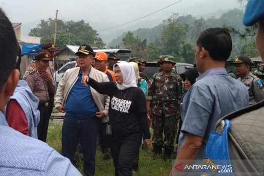 Budaya malu buang sampah cegah polusi plastik Danau Singkarak