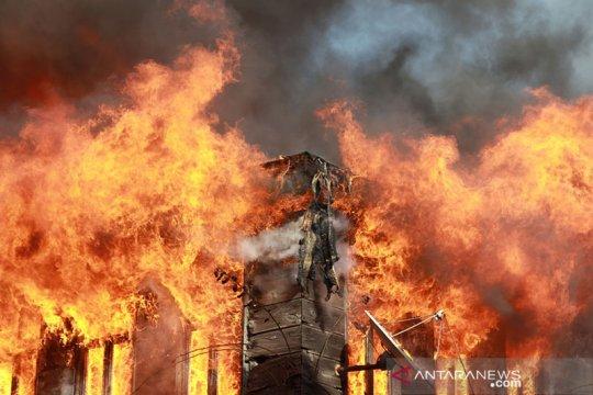 Rumah di Tambora terbakar, 20 mobil damkar dikerahkan