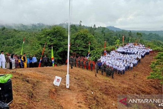 Hari Sumpah Pemuda, warga Sebatik kibarkan bendera Merah Putih raksasa