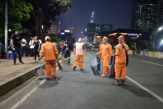 Pasukan oranye lakukan operasi semut usai massa bubar