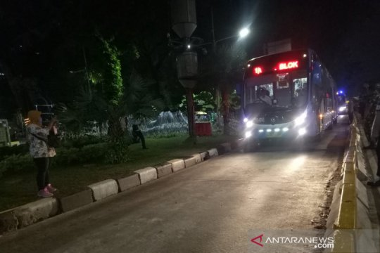 Jalan Medan Merdeka Barat kembali dibuka usai massa bubar