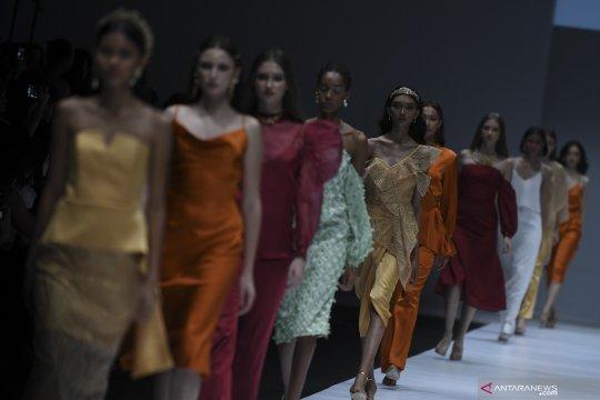 Busana rancangan Paulina Katarina di Jakarta Fashion Week