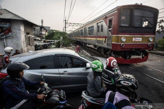 Perlintasan kereta tanpa palang pintu