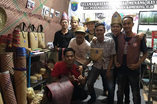 Milenial Kabupaten Ogan Komering Ilir buat kerajinan berbahan purun