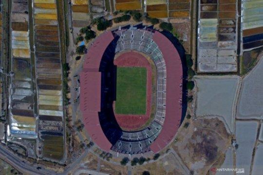 Kokohnya Stadion GBT di tengah tambak pinggiran Kota Pahlawan