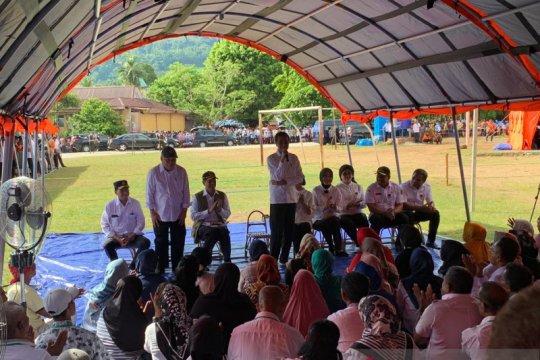 Pengungsi di Ambon minta terpal baru kepada Presiden