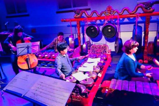 Kolaborasi para komposer gamelan  di London