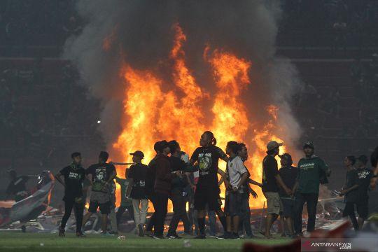 Polda Jatim usut kerusuhan suporter di Stadion GBT