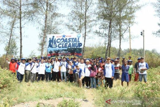 Bersih-bersih nelayan Pantai Pejarakan-Pemalang angkat 3 ton sampah