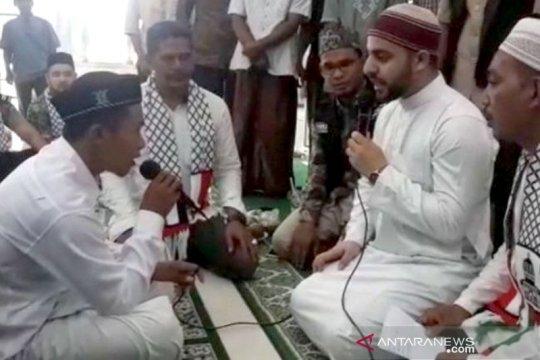 Syekh Palestina bimbing pemuda Nias masuk Islam