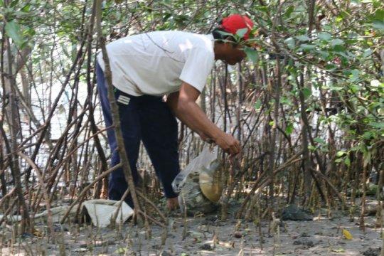 Wali Kota Surabaya didesak keluarkan Perwali diet plastik sekali pakai