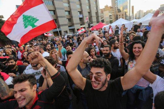 Komando militer Lebanon minta massa buka blokade jalan