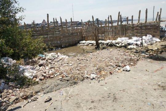 DPRD soroti dugaan reklamasi ilegal di Pantai Kenjeran Surabaya