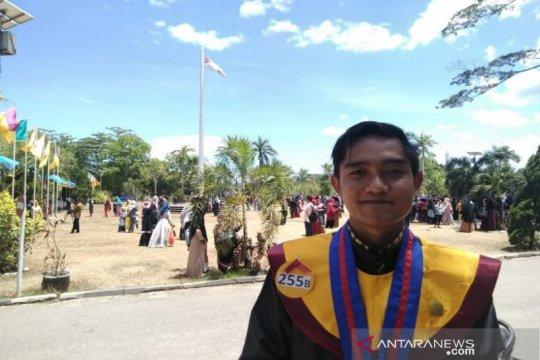 Meraih IPK 3,97, Martinus lulusan terbaik UHO Kendari