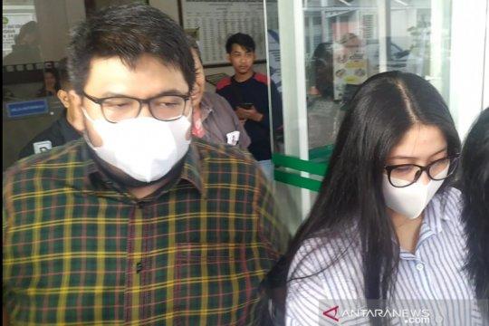 Anak Wali Kota Medan Tengku Dzulmi Eldin bungkam usai diperiksa KPK