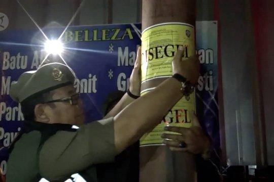 Satpol PP segel reklame ilegal di Kota Bandung