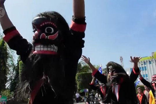 Semarak pawai budaya di Hari Sumpah Pemuda di Semarang
