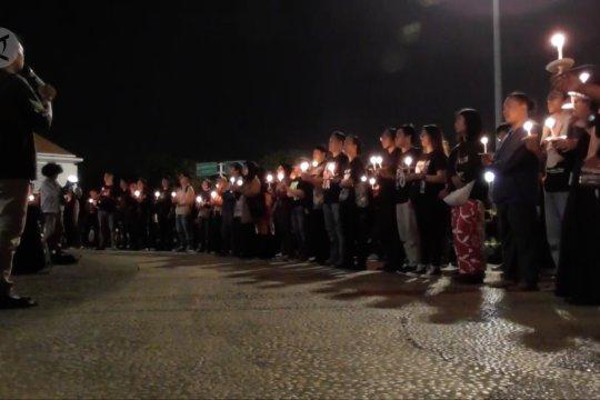 Aksi 1000 lilin untuk Indonesia menyala terang di Semarang