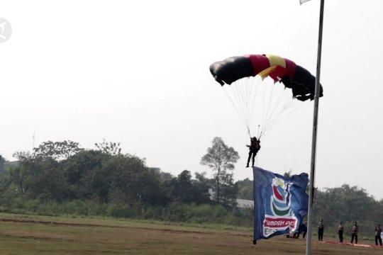 Atraksi terjun payung meriahkan peringatan Sumpah Pemuda di Tangsel