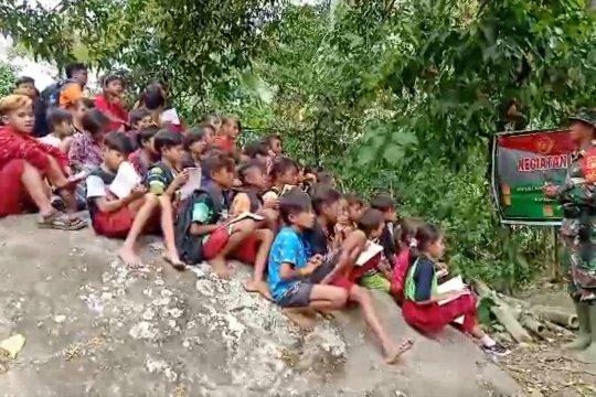 Bahasa Indonesia dari TNI untuk anak suku Lauje Parimo