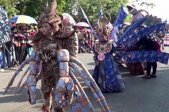 Flora dan fauna laut hiasi Karnaval Batik Pekalongan
