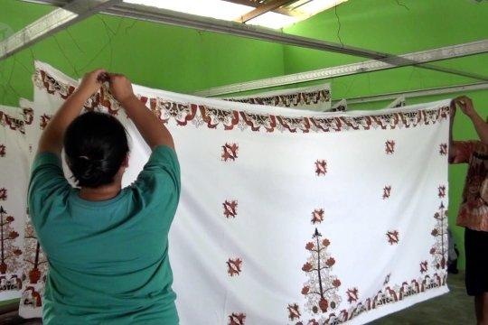 Mengenal Benang Bintik, batik khas Kalimantan Tengah