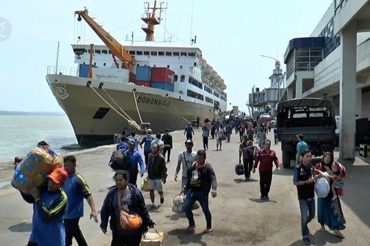 519 pengungsi Wamena tiba dengan kapal di Surabaya