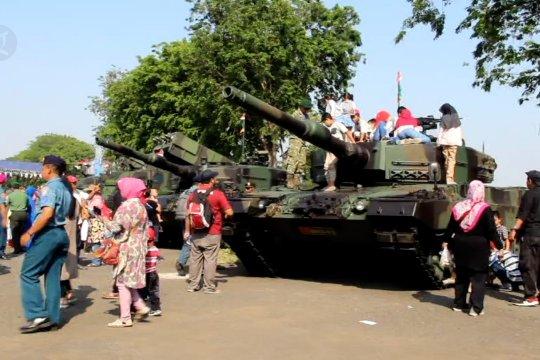 Gartap III Surabaya pamerkan Alutsista TNI untuk masyarakat