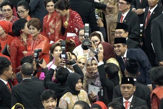 Ragam gaya para pesohor saat pelantikan di Senayan