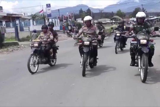 Kapolda & pangdam berpatroli di Wamena dengan sepeda motor