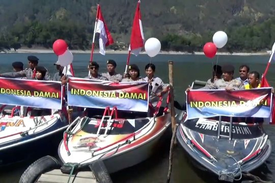 TNI Polri gelar parade merah putih di Telaga Sarangan