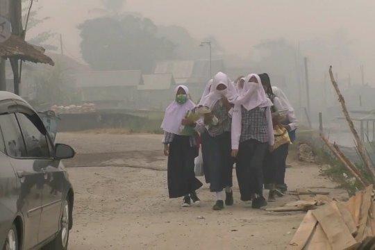 Kabut asap kian pekat, sekolah di Palembang diliburkan