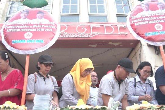 Pedagang Pasar Gede sambut pelantikan Jokowi dengan tumpengan