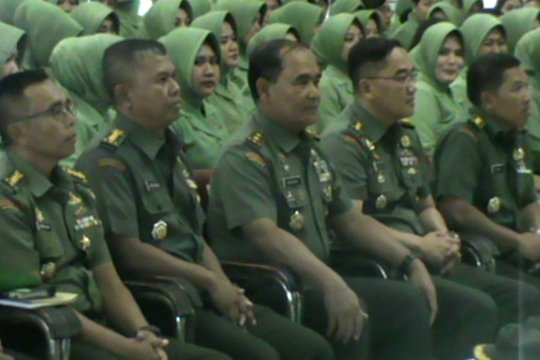 Pangdam Hasanuddin ingatkan Persit hati-hati gunakan media sosial
