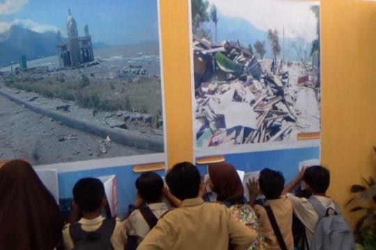 Pameran kebencanaan dan sejarah alam Sulteng
