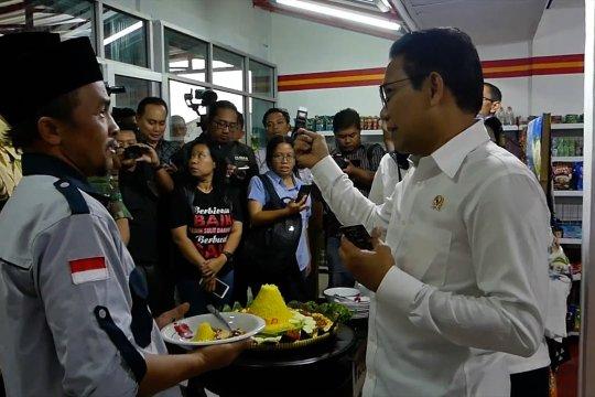 Menteri Desa PDTT resmikan minimarket Bumdesma
