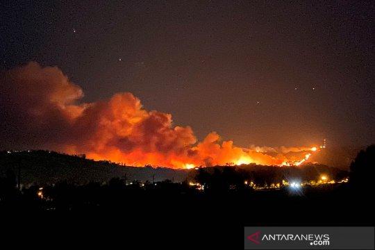 "Hampir 8.000 orang dievakuasi akibat ""Apple Fire"" di California"