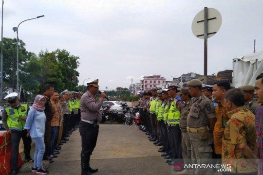 Polres Jaksel tilang dan sidang langsung para pelanggar lalu lintas.