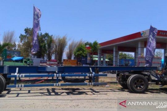 Pasokan solar terbatas, picu antrean panjang truk di SPBU