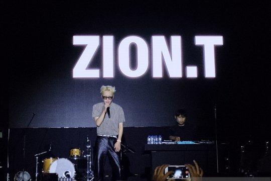 """Zion. T emosional nyanyikan lagu saat """"encore"""""""