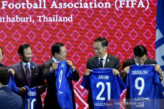 """Jersey"" Nomor 21 untuk Presiden Joko Widodo dan Indonesia"