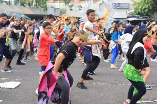 Puluhan penari ramaikan CFD Palembang jelang Indonesia Menari 2019