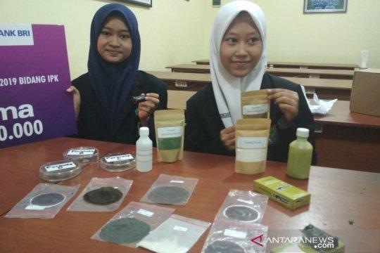 Pelajar MAN Kudus ciptakan pembungkus makanan hindari plastik
