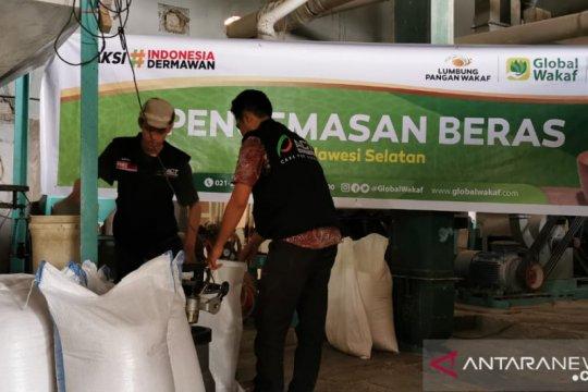 ACT serahkan satu ton beras untuk para santri