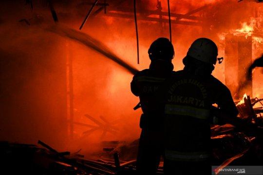 Rumah di Duren Sawit terbakar, 17 mobil damkar dikerahkan
